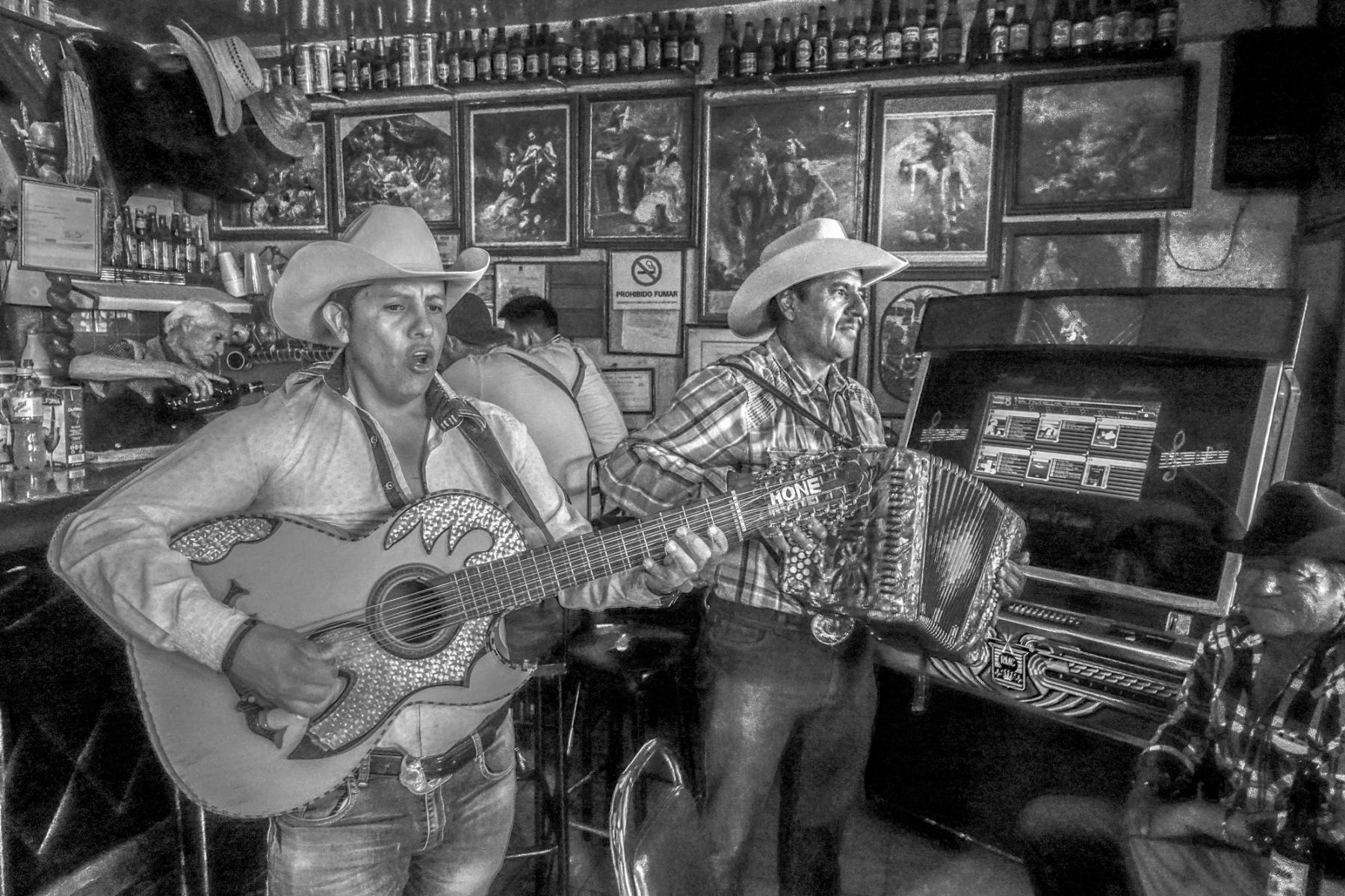 Saloon Singers