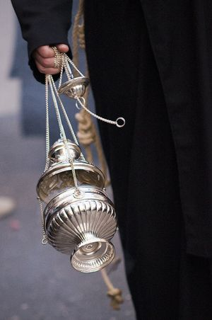 Swinging thurible